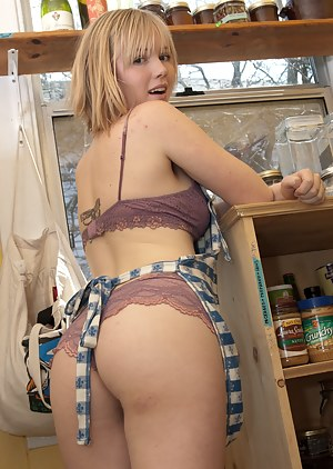 Big Ass Housewife Porn Pictures